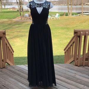 Black sequin gown w/ full skirt 8